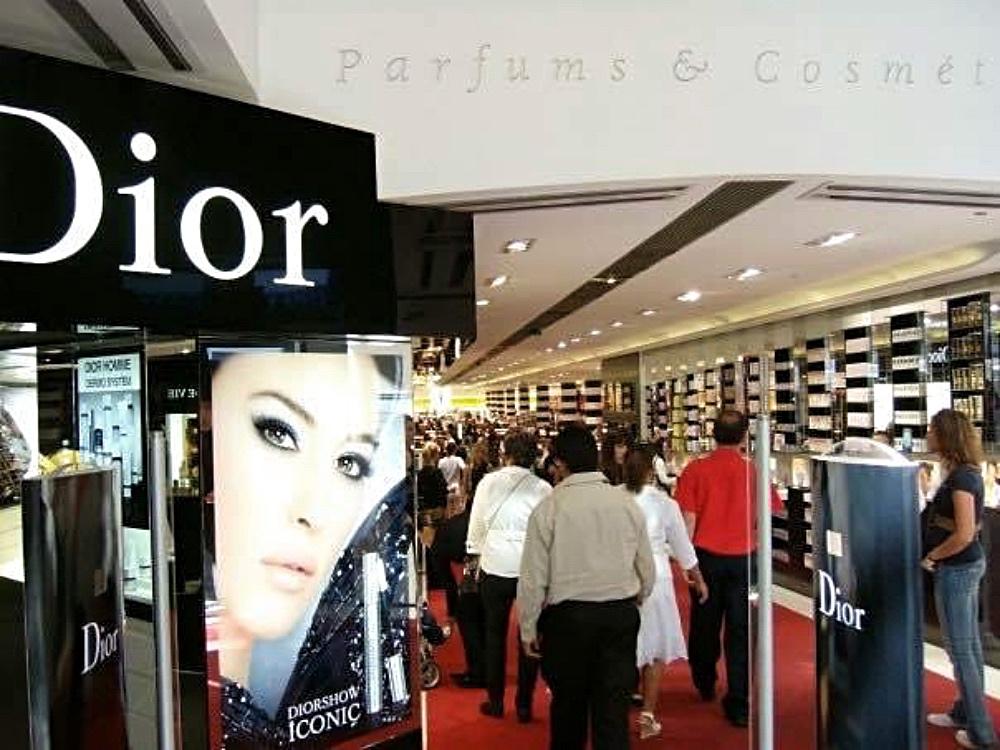 Ich liebe die Schminke von Dior - ich könnte den ganzen Laden leer kaufen.