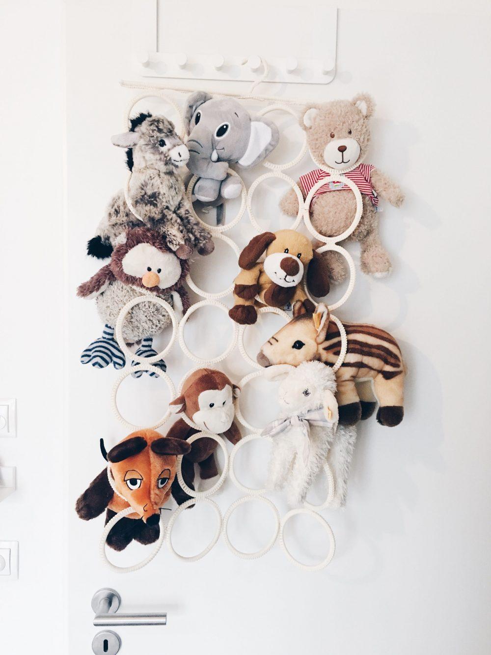 fourhangauf-kinderzimmereinrichtung-kuscheltiere