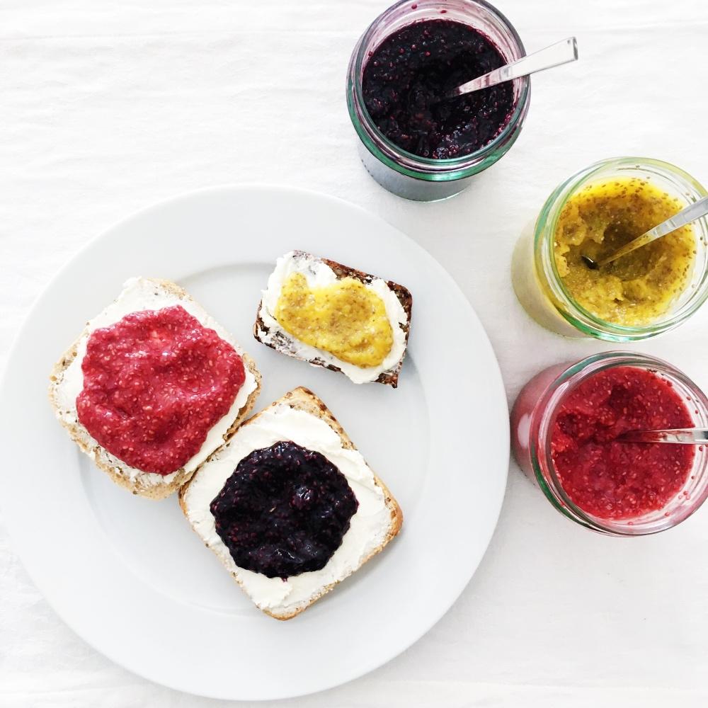 chia marmelade ohne raffinierten zucker mit nur 2 zutaten fourhang auf 4 augen sehen mehr. Black Bedroom Furniture Sets. Home Design Ideas