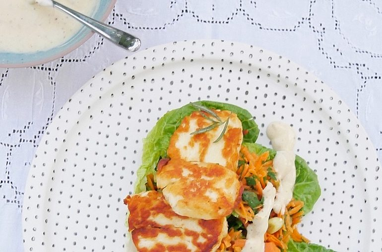 Vitaminbombe: Frischekick mit Karottensalat und gebratenem Halloumi