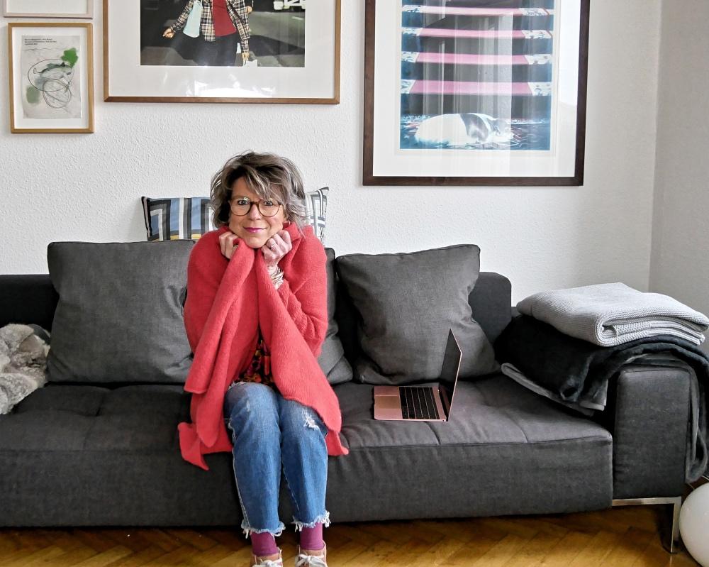 strickmantel styling ideen und online shopping tipps fourhang auf. Black Bedroom Furniture Sets. Home Design Ideas
