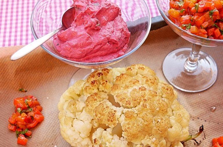 Mut zur Größe: Blumenkohl aus dem Ofen mit zweierlei Dips