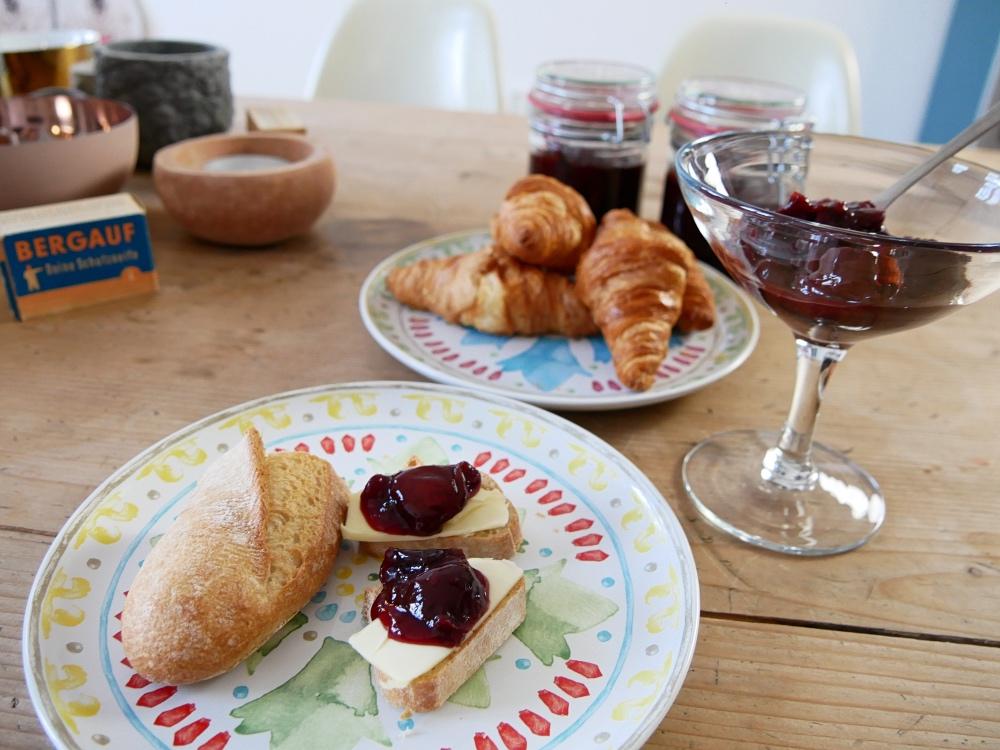 Pflaumenmus ohne Zucker: Croissant, Baguette