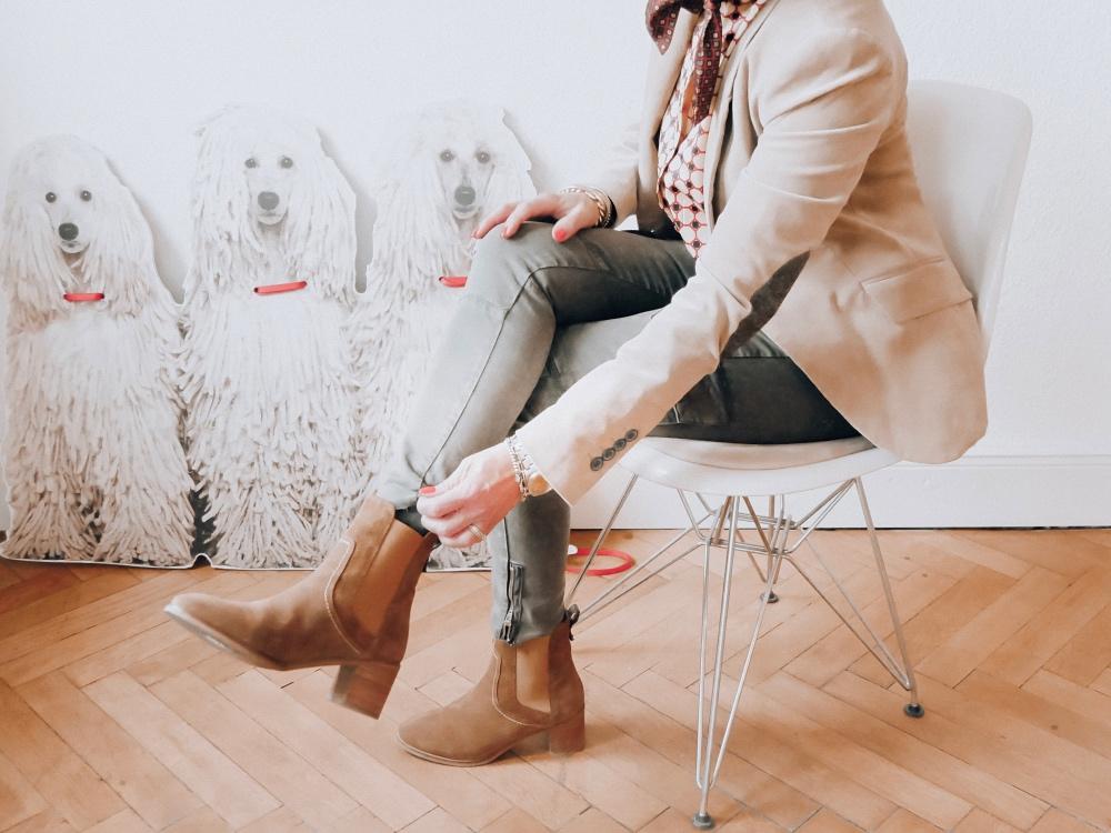 Klassische Stiefelette: Chelsea Boots mit Absatz