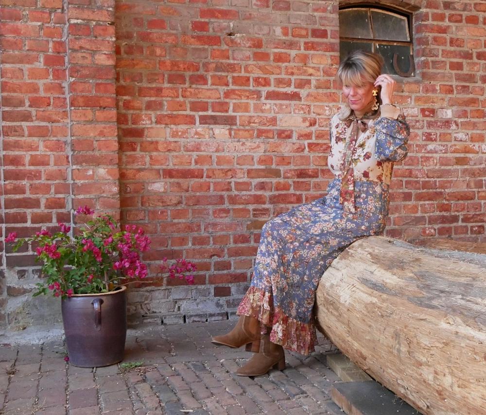 Klassische Stiefelette: Blumenkleid