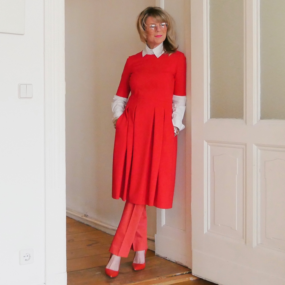 Business-Outfits: Rotes Kleid von MaximFaro, rote Hose