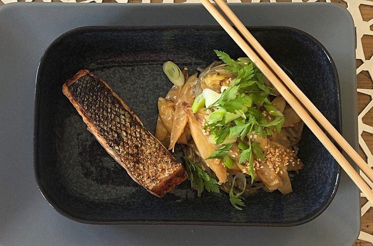 Soba-Nudeln: Kalorienarmes Allerlei mit Lachs und Spargel