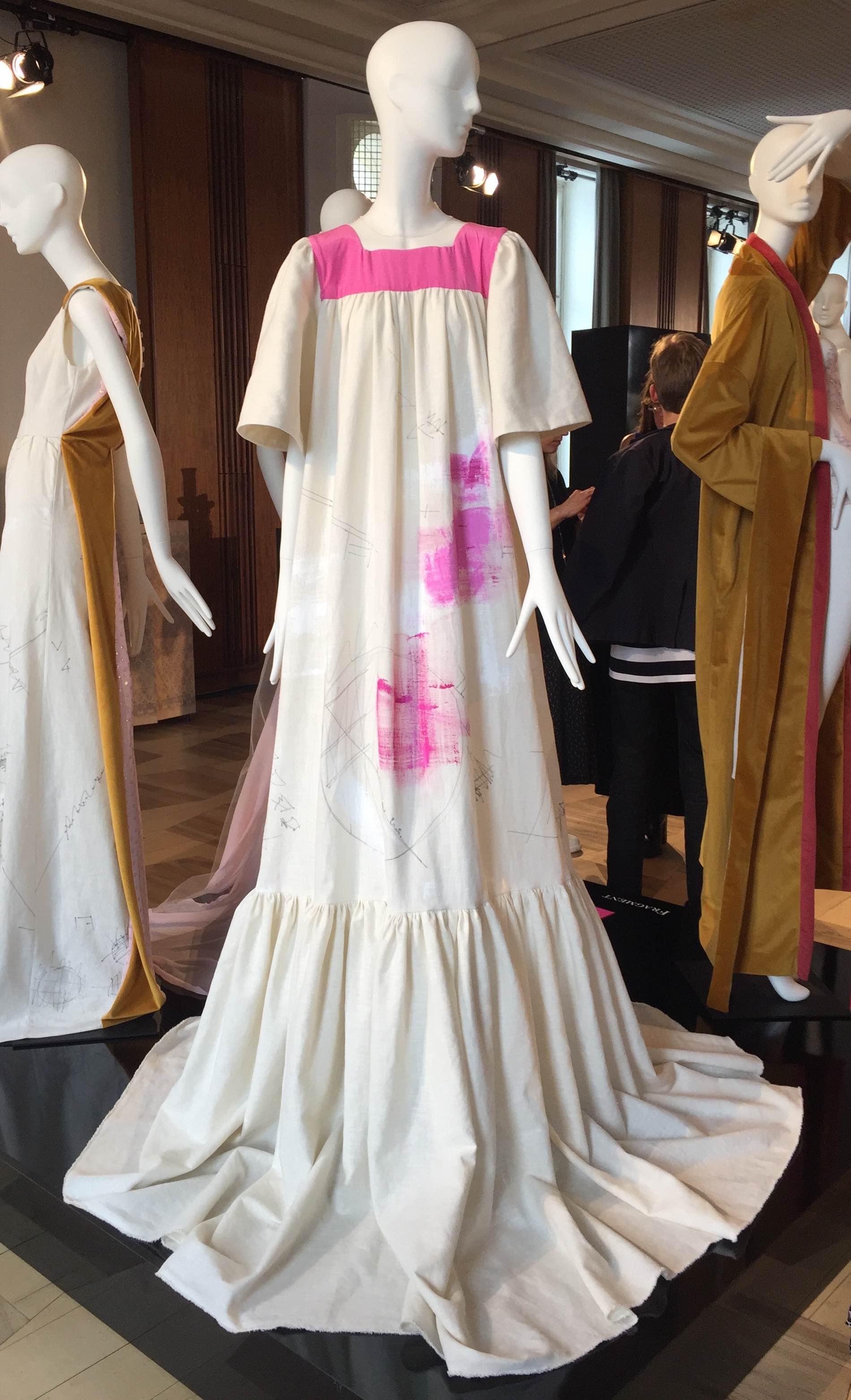Label: Fragment im Berliner Modesalon im Kronprinzenpalais