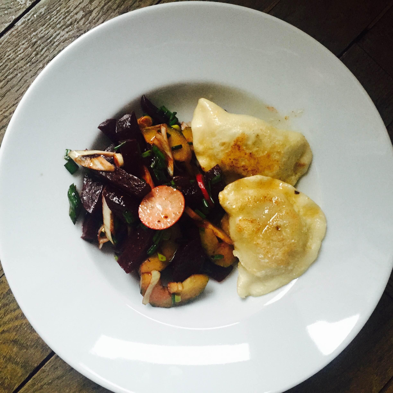 Piroggen mit Rotebete Salat
