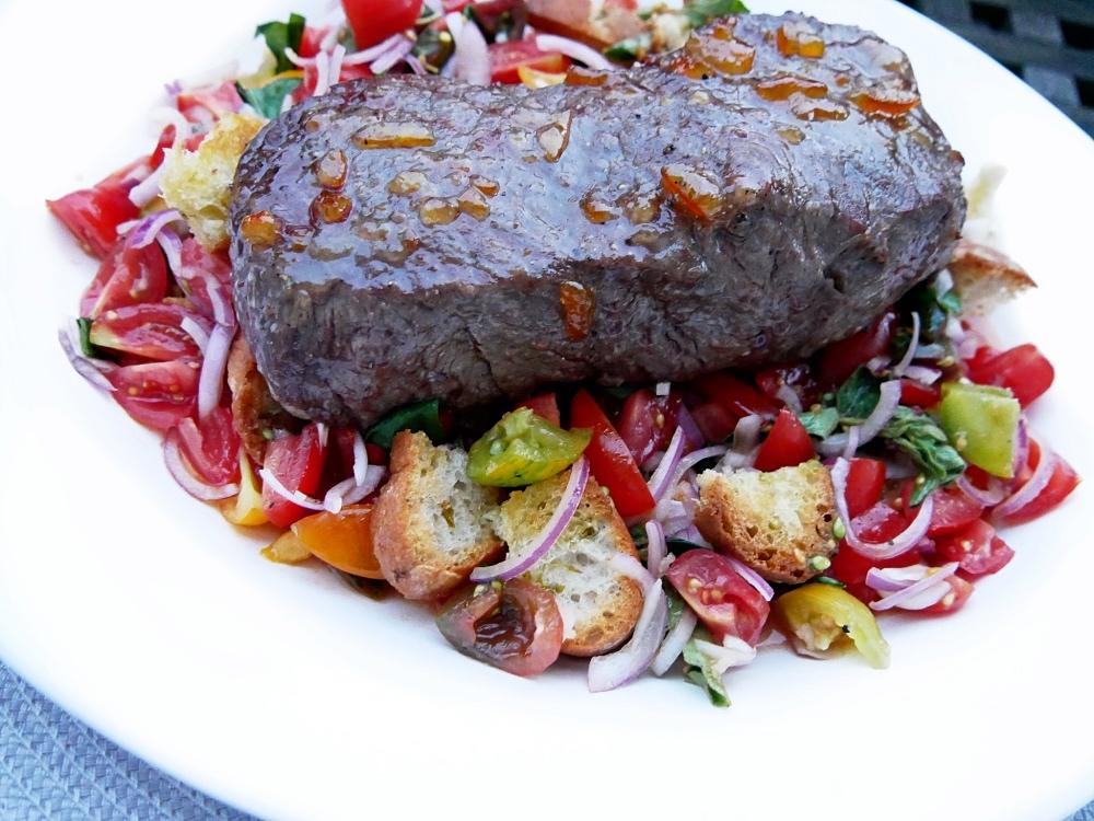 Panzanella mit Roastbeef: Servierplatte