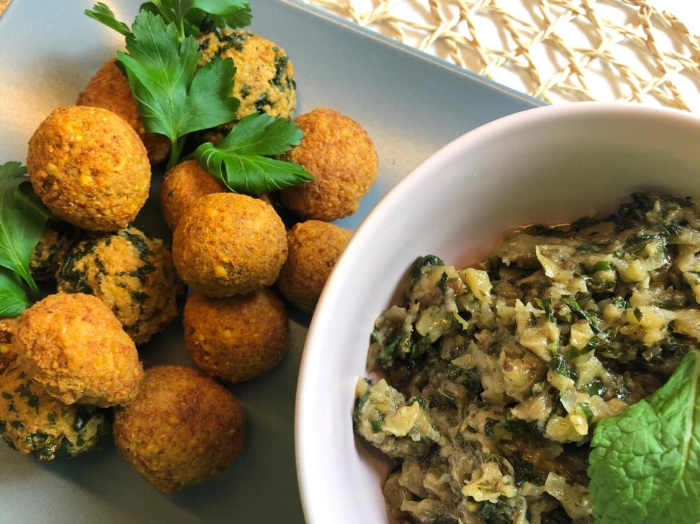 Auberginen-Kaviar: Toll mit Falafel