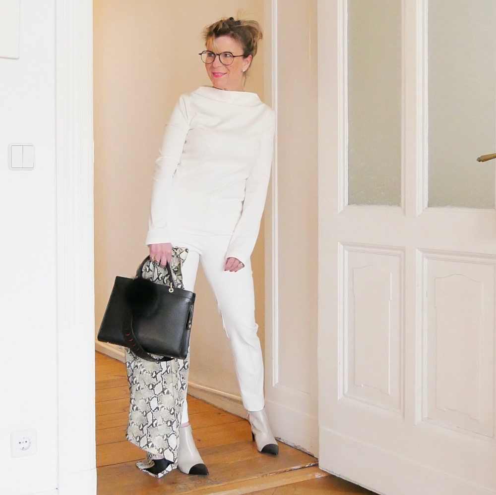 Business-Outfits: Longshirt mit Turtleneck-Kragen