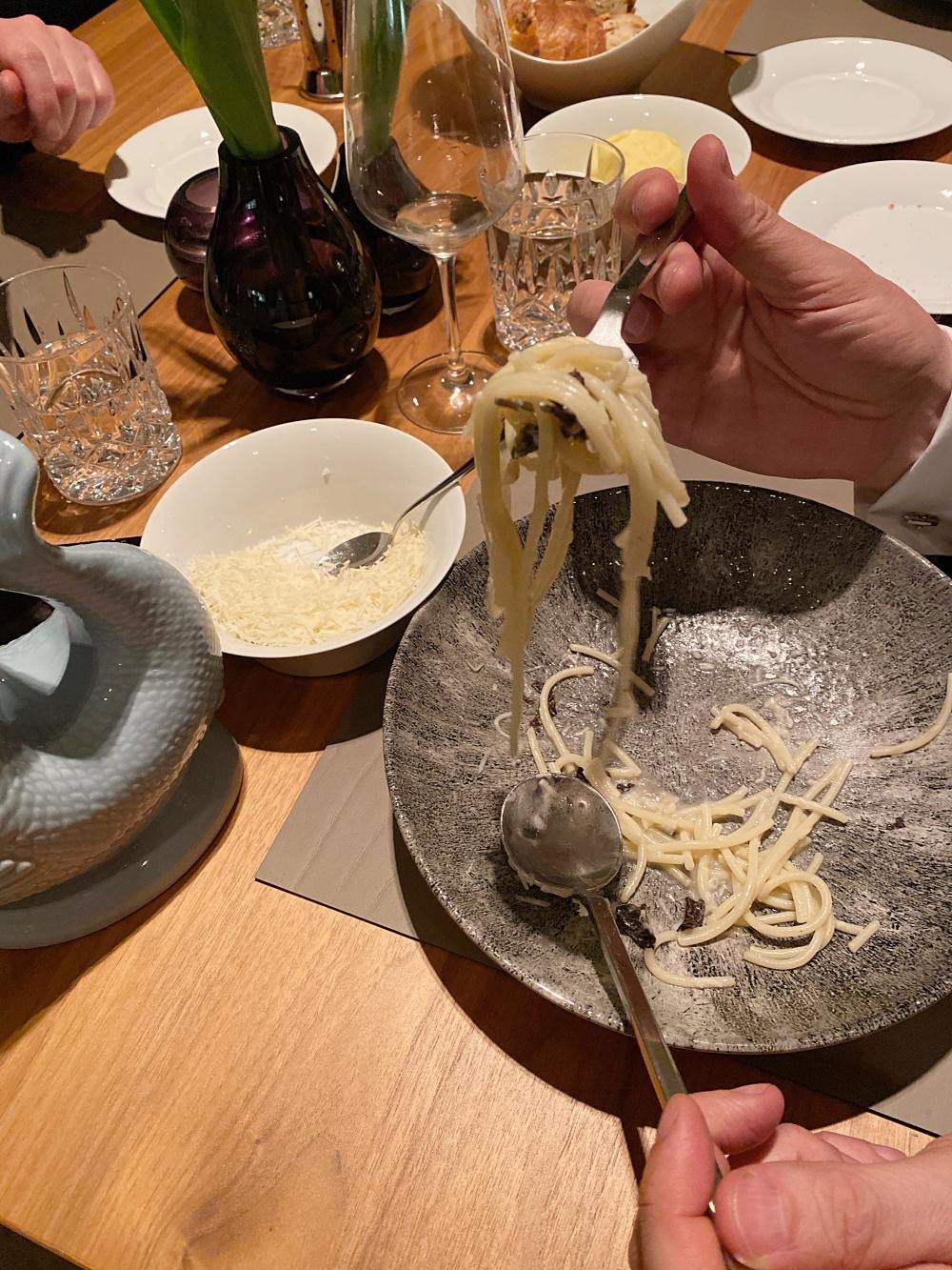 Trüffel-Spaghetti: Glückliche Gäste! Alles ist alle!